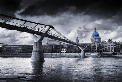 Tate Photograph - Millennium Bridge by Simon Kayne