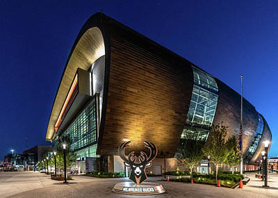 Photograph - Milwaukee Bucks by Randy Scherkenbach