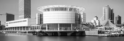 Milwaukee Skyline Photograph - Milwaukee Panorama Picture In Black And White by Paul Velgos