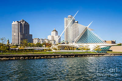 Milwaukee Skyline Photo With Milwaukee Art Museum Print by Paul Velgos