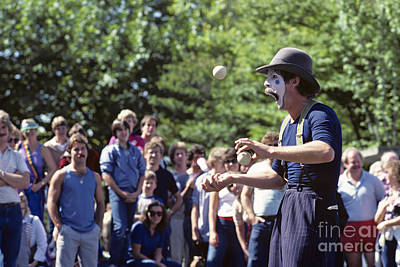 Photograph - Mime Juggling by Jim Corwin