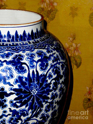 Ming Vase Art Print by Al Bourassa