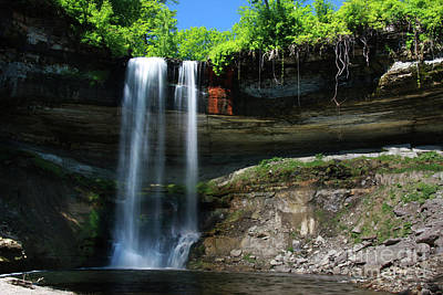 Photograph - Minnehaha Falls Summer Minneapolis Minnesota by Wayne Moran