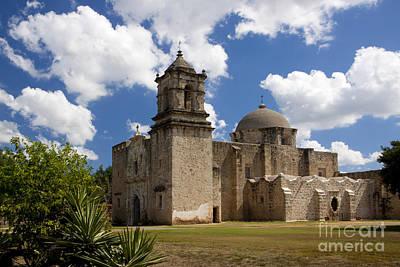 Photograph - Mission San Juan by Richard Lynch