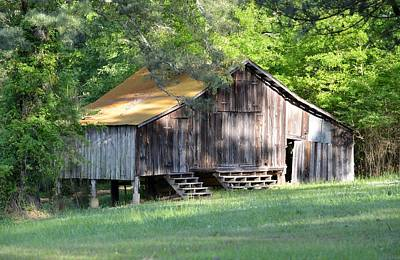 Photograph - Mississippi Barn by rd Erickson