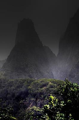 Photograph - Mist Over Iao Needle by Richard Omura