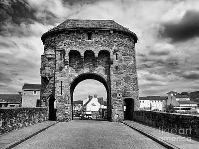Photograph - Monnow Bridge And Gate by Jim Orr