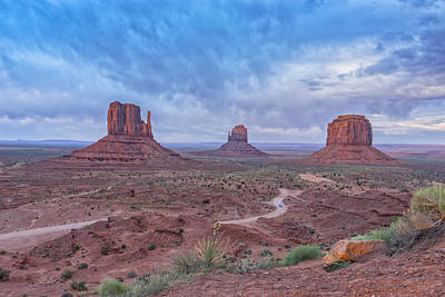 Photograph - Monument Valley Az Dsc03666 by Greg Kluempers