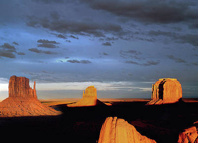 Photograph - Monument Valley Late Pm by Jeff Brunton