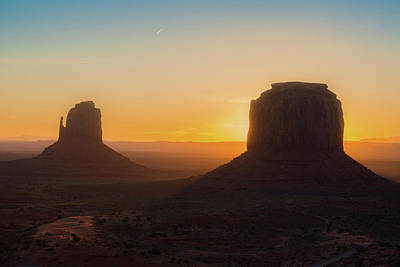 Photograph - Monument Valley Sunrise by Ray Devlin