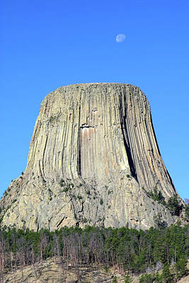 Photograph - Moon And Devil's Tower National Monument, Wyoming by Robert Mutch
