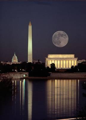 Moon, Lincoln Memorial. Washington Art Print