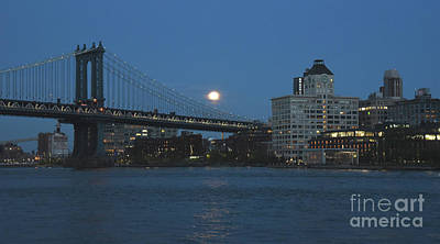 Photograph - Moon Over Dumbo by Tom Wurl