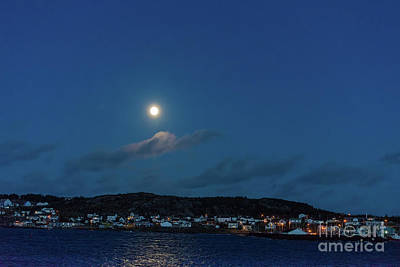 Photograph - Moon Over Twillingate by Les Palenik