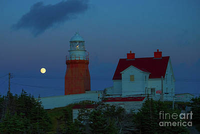 Photograph - Moon Over Twillingate Lighthouse by Les Palenik