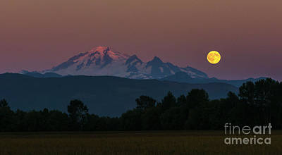 Puget Sound Photograph - Moon Rising Over Mount Baker by Paul Conrad