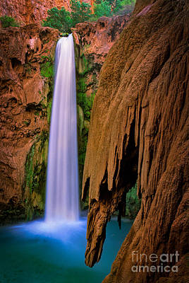 Havasupai Photograph - Mooney Falls by Inge Johnsson