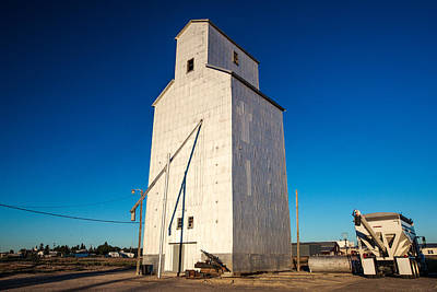 Moore Photograph - Moore Montana Elevator by Todd Klassy