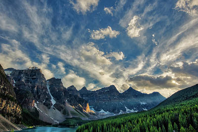 Moraine Lake Sunset - Golden Rays Art Print