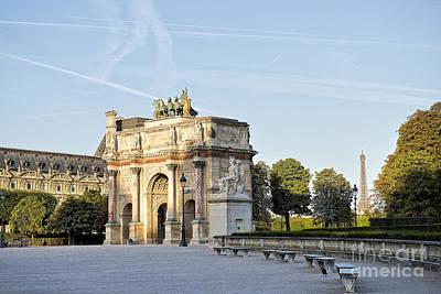 Arc De Triomphe Du Carrousel Wall Art - Photograph - Morning At The Arc De Triomphe Du Carrousel  by Ivy Ho