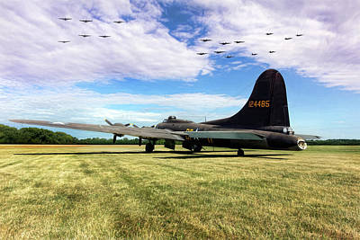 B-17 Wall Art - Photograph - Morning Belle by Peter Chilelli