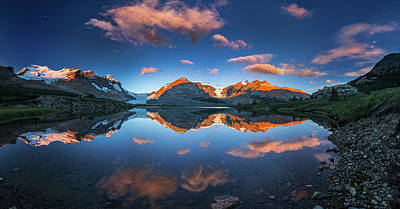 Photograph - Morning Colors At Ice Field Center by William Lee