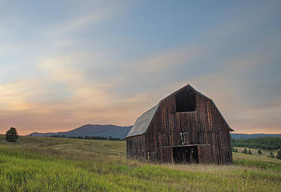 Photograph - Moscow Mountain Sunset Barn by Doug Davidson