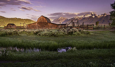 Photograph - Moulton Barn At Dawn by Mary Angelini
