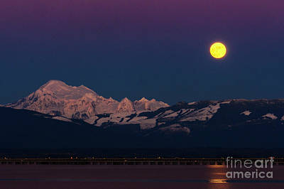 Photograph - Mount Baker And Wolf Moon by Paul Conrad