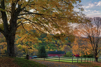 Autumn In New England Photograph - Mountain Barn by Bill Wakeley