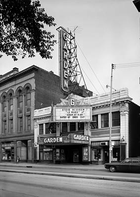 1970s Movies Photograph - Movie Theaters, The Garden Theater by Everett