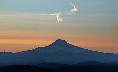 Photograph - Mt. Hood Sunrise From Pittock Mansion, Portland by Prithvi Mandava