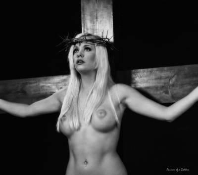 Mulher Crucificada Art Print