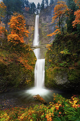 Multnomah Falls In Autumn Colors Art Print