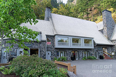 Photograph - Multnomah Falls Lodge At The Columbia River Gorge In Oregon Dsc6554 by Wingsdomain Art and Photography