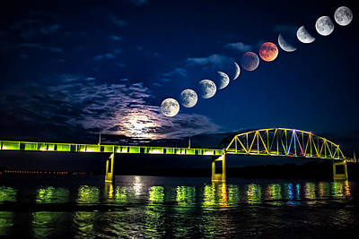 Muscatine Bridge Lunar Eclipse 9-27-15 Art Print by Paul Brooks