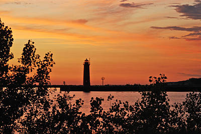 Muskegon Lighthouse Wall Art - Photograph - Muskegon Light 5080 by Michael Peychich