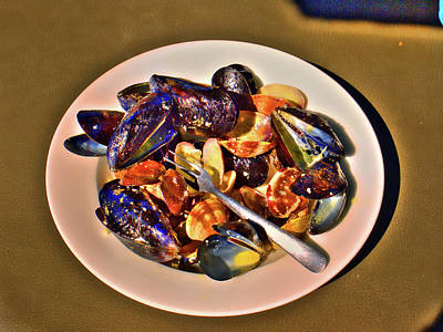 Photograph - Mussel 2 by Lawrence Christopher