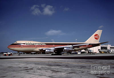 N17011, Continental Airlines, Boeing 747-143 Art Print