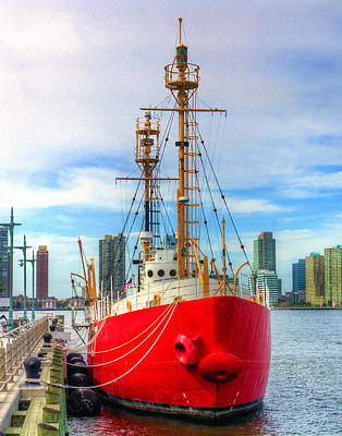 Photograph - Nantucket Lightship 7455 by Jeff Stallard