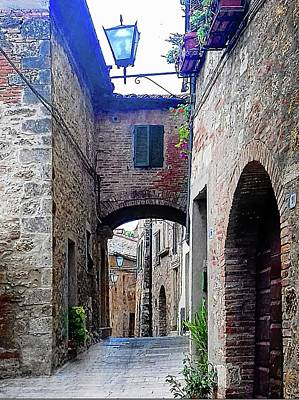Photograph - Narrow Street Cetona Tuscany by Dorothy Berry-Lound