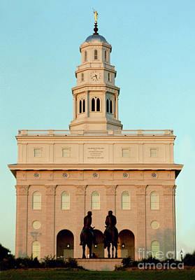 Nauvoo Statue Photograph - Nauvoo Lds Temple Sunset With Hyrum And Joseph Smith Bronze Statue by Kim Corpany