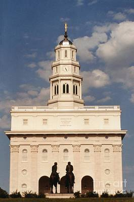 Nauvoo Statue Photograph - Nauvoo Temple Afternoon With Bronze Statue Of Hyrum And Joseph Smith by Kim Corpany