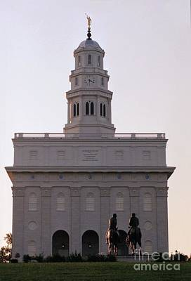 Nauvoo Statue Photograph - Nauvoo Temple Dawn  With Bronze Sculpture Of Hyrum And Joseph Smith by Kim Corpany