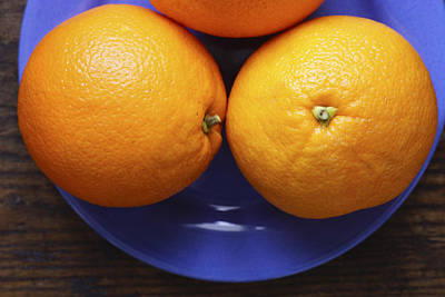 Tangy Photograph - Naval Oranges On Blue Plate by Donald Erickson