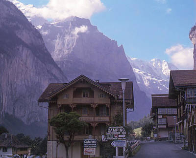 Photograph - Near Lauterbrunnen, Switzerland by Richard Goldman