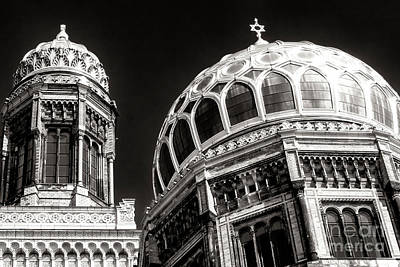 Photograph - Neue Synagogue Dome by John Rizzuto