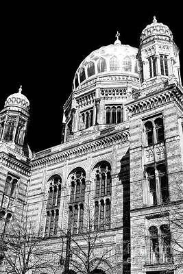 Photograph - Berlin Neue Synagogue by John Rizzuto