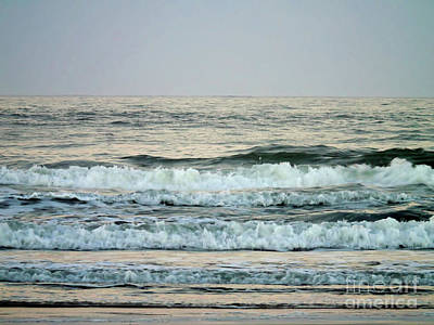 Photograph - New Smyrna Surf by D Hackett