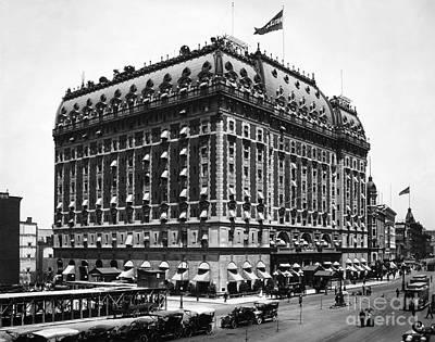 Photograph - New York: Astor Hotel by Granger
